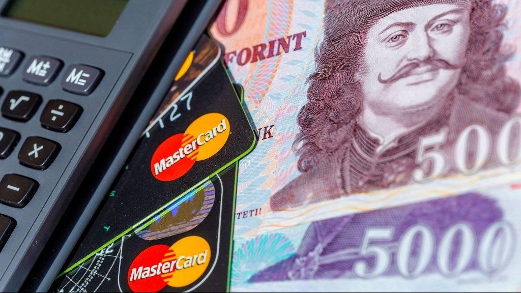 Csodának kellene történnie, hogy a magyarok elengedjék a készpénzt   Bank