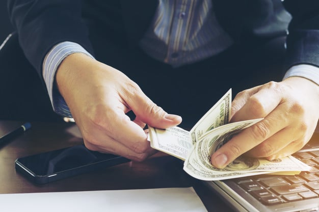 hogyan lehet pénzt keresni a tőzsdén nagy pénzzel
